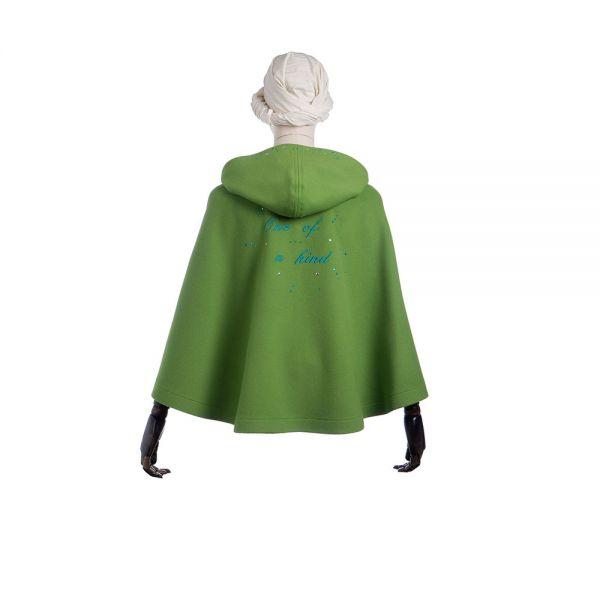 GITTA - Cape in kräftigem Grün mit Stickerei  - Rückenansicht